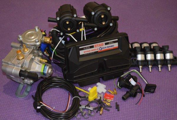 Підкапотна частина газового встановлення на 4 пок., Stag-300 Q-Max Basic 8 цил.+Редуктор Tomasetto AT13 Antartic Super+Газові форсунки Форсунки Hana Rail 2002