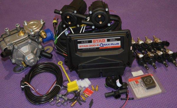 Підкапотна частина газового встановлення на 4 пок., 8 цил. Stag 300 Q-Max Plus, редуктор Tomasetto AT13 XP (до 375 к.с.), форсунки Hana Single