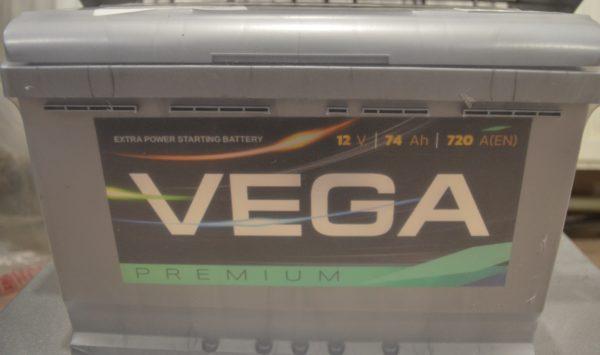 Автомобільний акумулятор Vega Premium 6CT-74Ah 720A R